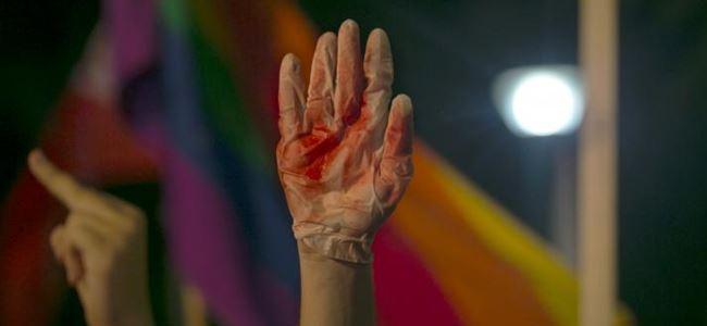 Eşcinsel yürüyüşünde 1 kişi öldü