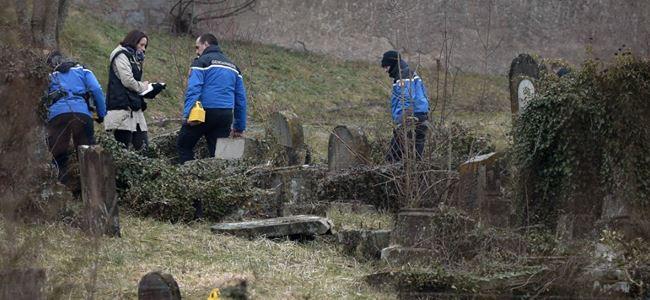 Hristiyan mezarlığı tahrip edildi