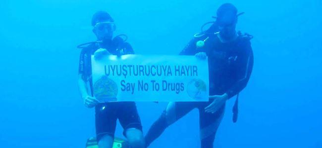 Suyun altında anlamlı mesaj