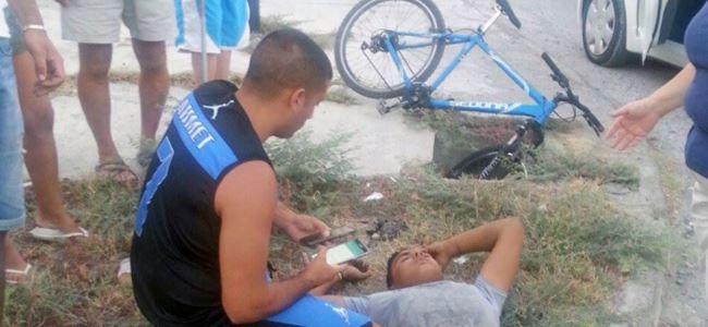 Bisikletle çukura düştü, hafif yaralandı