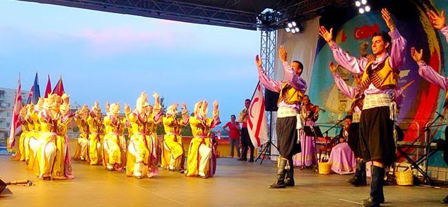 Renkler ve kültürler Romanya'da buluştu