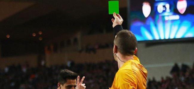 Futbolda bir ilk: Yeşil kart!