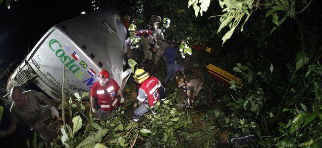 Otobüs uçuruma yuvarlandı... 15 öldü, 66 yaralı