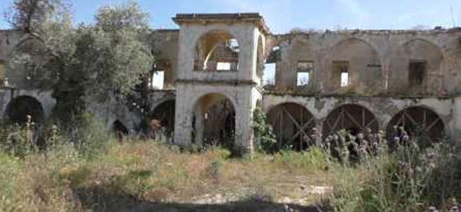 Tarihi manastır yıkılıyor