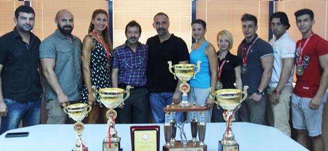 Vücutçular başarıyı Erdenay ile paylaştı