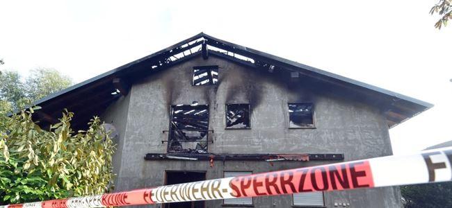 Çocuk sığınmacıların kaldığı bina kundaklandı
