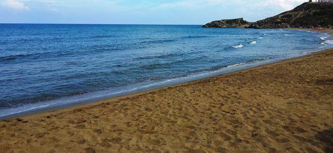 Temizlik sırası Ayfilon sahilinde