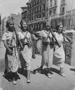 Carrar Ananın Silahları, Kadın ve Şiddet