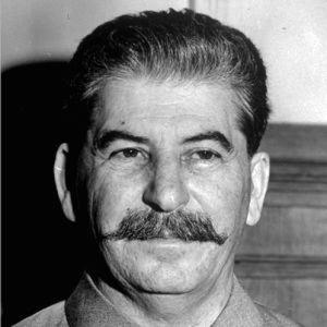 Stalin, materyalizm ve sistemi yıkacak güç: Kıbrıs Türk gençleri
