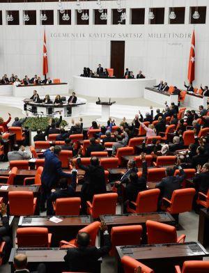 """""""Yeni Türkiye"""" ve Dokunulmazlıkların Kaldırılmasına İlişkin Kanun Teklifinin Düşündürdükleri (*)"""