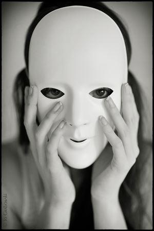 Yüzümüzdeki Maske..