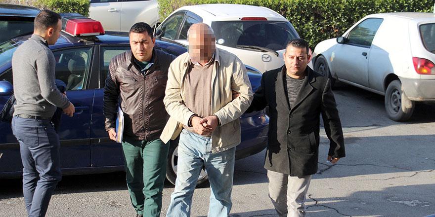 Arabaya 2 el ateş açtığı iddiasıyla tutuklandı