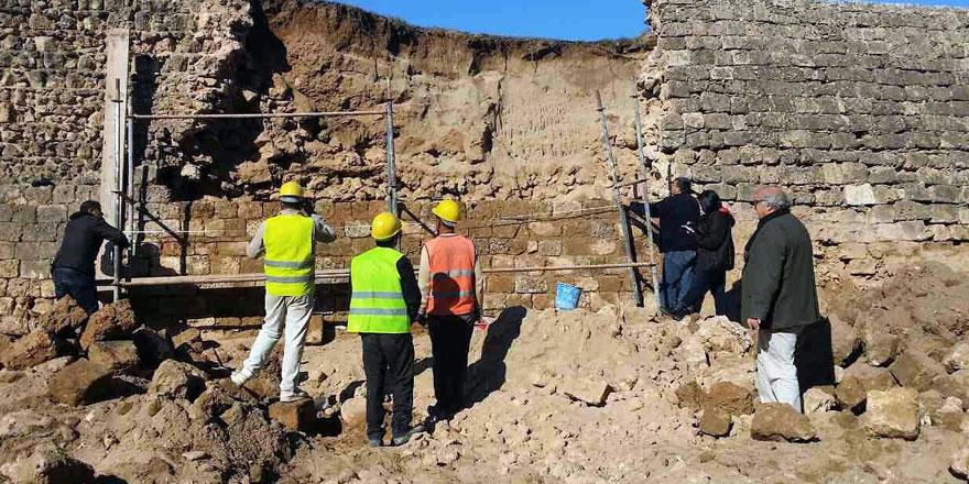 Mağusa'da yıkılan sur duvarı tamir edilmeye başlandı