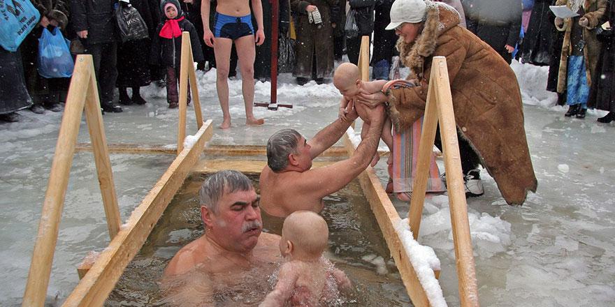 Bir Fin çılgınlığı: buzda yüzme