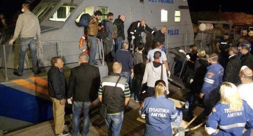 Pirgo açıklarında 93 mülteci!