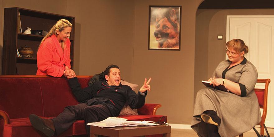 """""""Kim Bay Schmitt?"""" 3. Mesarya Tiyatro Şöleni'nde sahneleniyor"""