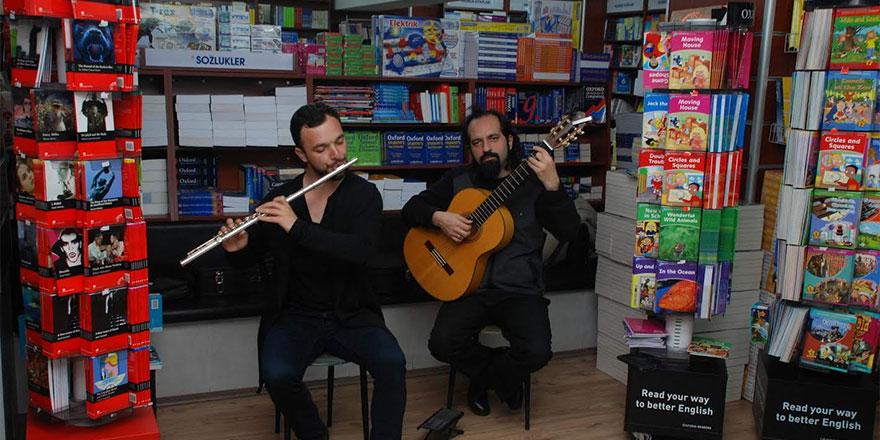 Deniz Plazalarda Müzik ve Kitap