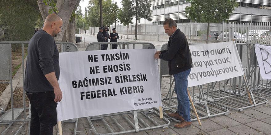 """""""Enosis ve Taksim, Anayasa bakımından illegaldir…"""""""