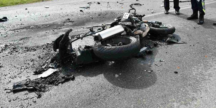 Motosiklet ile araç çarpıştı…
