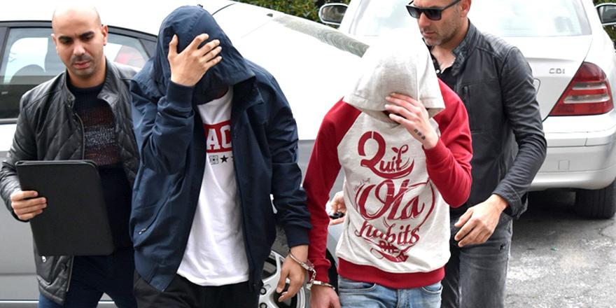 Uyuşturucudan 2 tutuklu, 1 kişi aranıyor