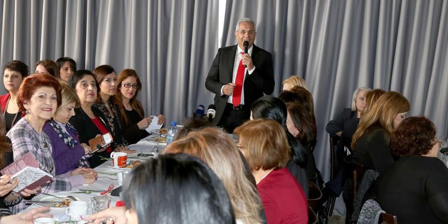 AKEL'den 'Kadınlar Günü'nde çözüme vurgu