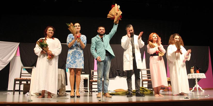 Tiyatro oyunu sahnelendi, sergi açıldı