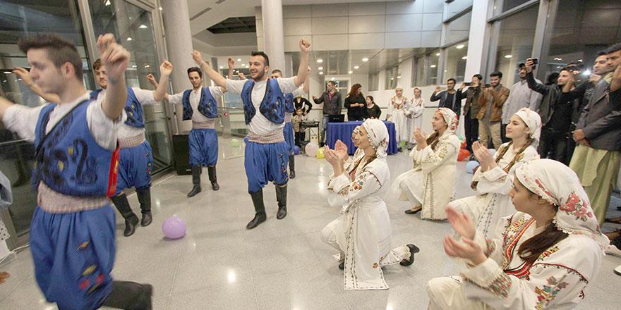 LAÜ'nün yeni öğrencilerine Kıbrıs kültürü tanıtıldı