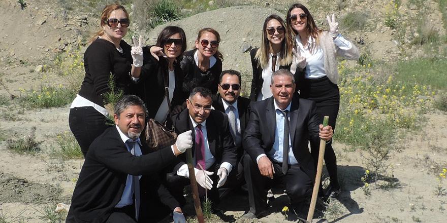 Daha yeşil bir Kıbrıs için Creditwest'liler fidan dikti