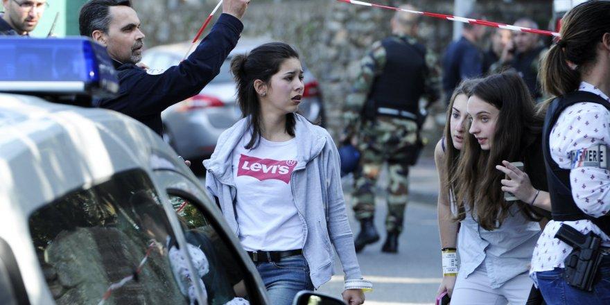 Fransa'da okula ateş açıldı
