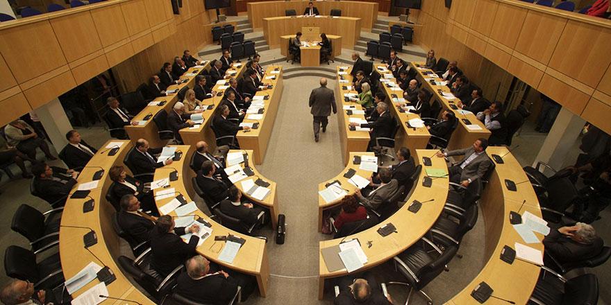 AKEL'den, DİSİ'nin yasa önerisine şartlı destek