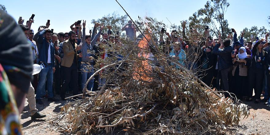 Newroz ateşi yandı