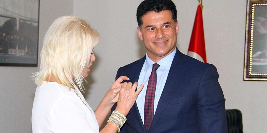 Ajda Pekkan'dan Özgürgün'e nazar boncuğu!