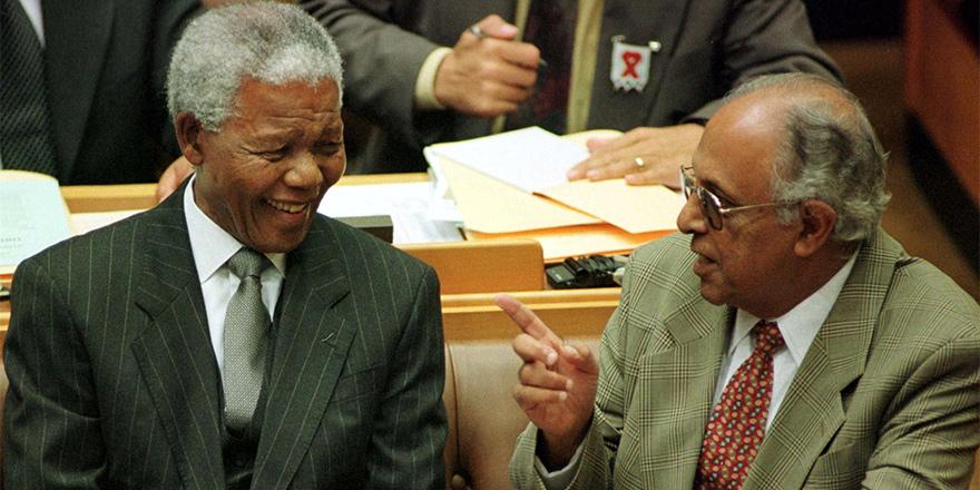 Mandela'nın dava arkadaşı hayatını kaybetti