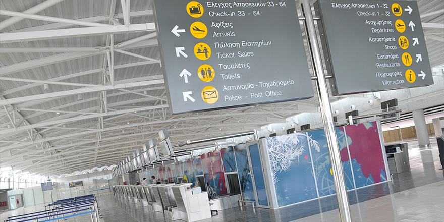 3 Kıbrıslı Türk Larnaka Havaalanı'nda tutuklandı