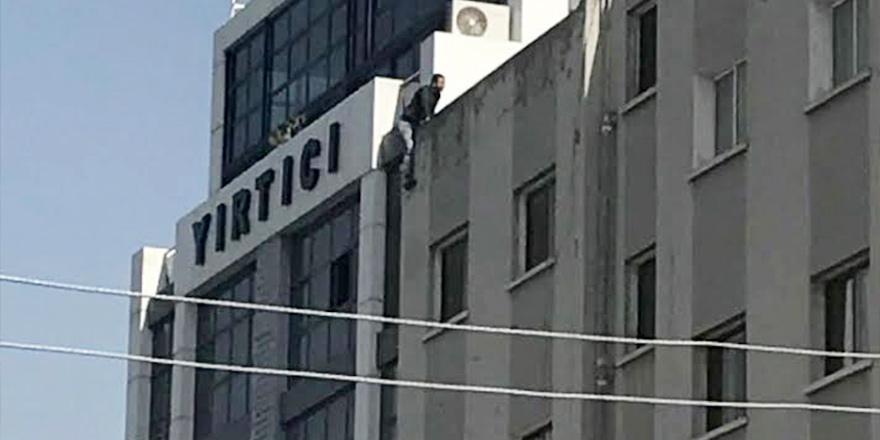 Apartman çatısında anlattı: Adalet istiyorum