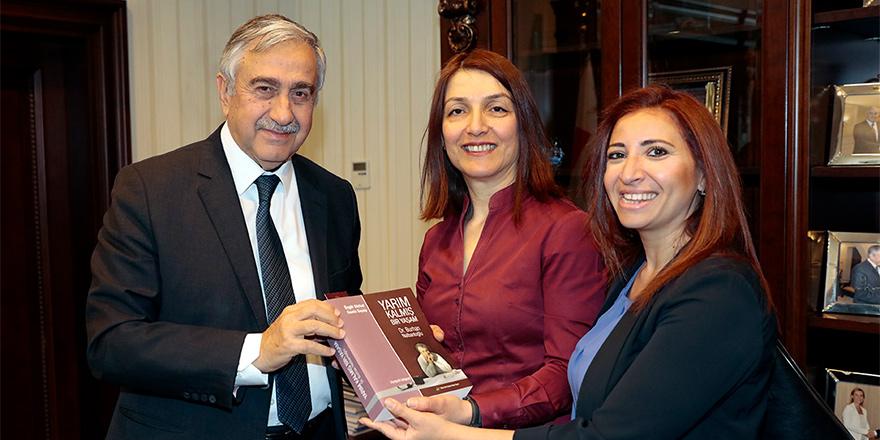"""""""Yarım Kalmış Bir Yaşam - Dr. Burhan Nalbantoğlu"""" Akıncı'ya takdim edildi"""