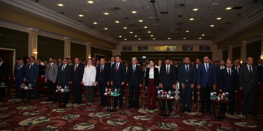 """""""Dünya'da, Türkiye'de ve KKTC'de Ekonomik Gelişmeler ve Beklentiler Konferansı"""" düzenlendi"""
