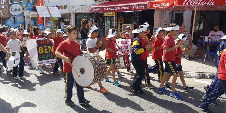 """""""Trafikte Beni Fark Et"""" yürüyüşü gerçekleşti"""