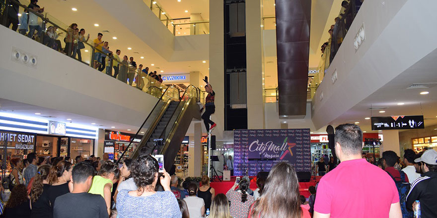 DUSTIN KELM CITY MALL'DA BÜYÜLEDİ