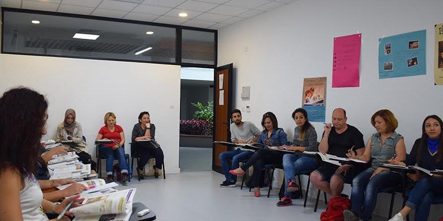 Yetişkinlere dil kursu devam ediyor