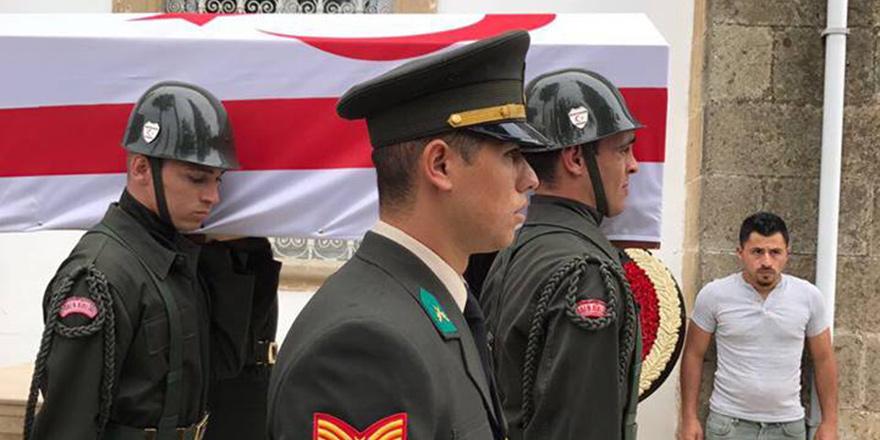 Askeri törenle uğurlandı…