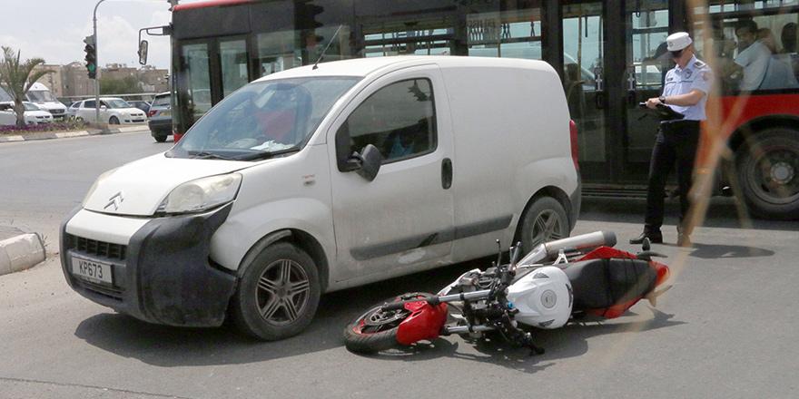 Kırmızı ışıkta durmadı, kazaya neden oldu!