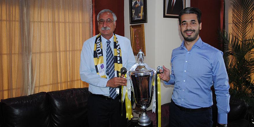 Türk Ocağı'ndan kupalı ziyaret