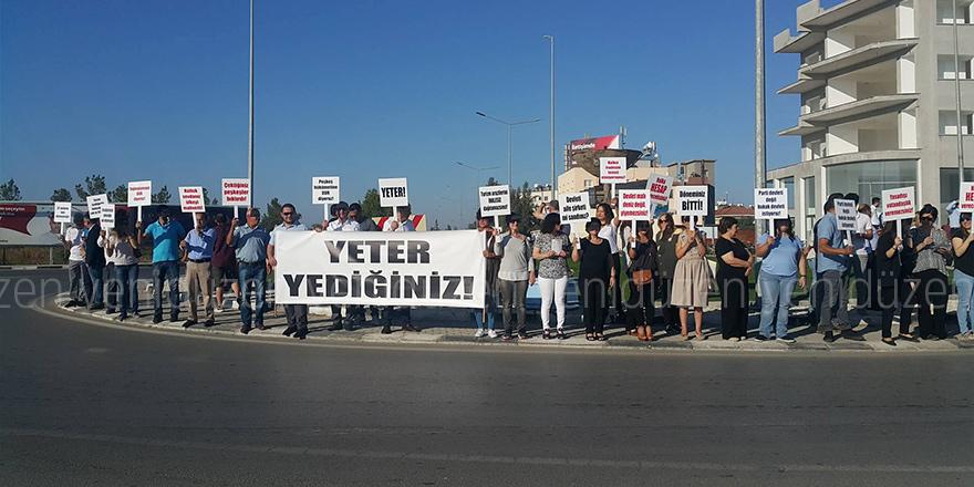Hükümet protesto edildi