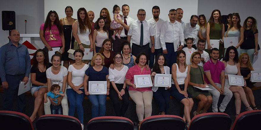 İngilizce kursunu tamamlayanlara sertifikaları verildi