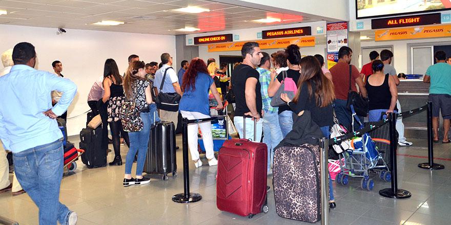 Ercan'da 2 günde 149 uçak seferi!