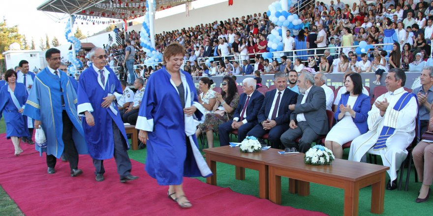 LAÜ mezunlarını uğurladı