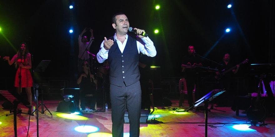 Ferhat Göçer Girne'de konser verdi