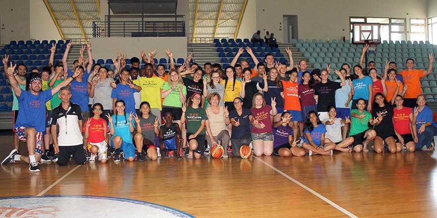 Basketbolcular barış için kaynaştı