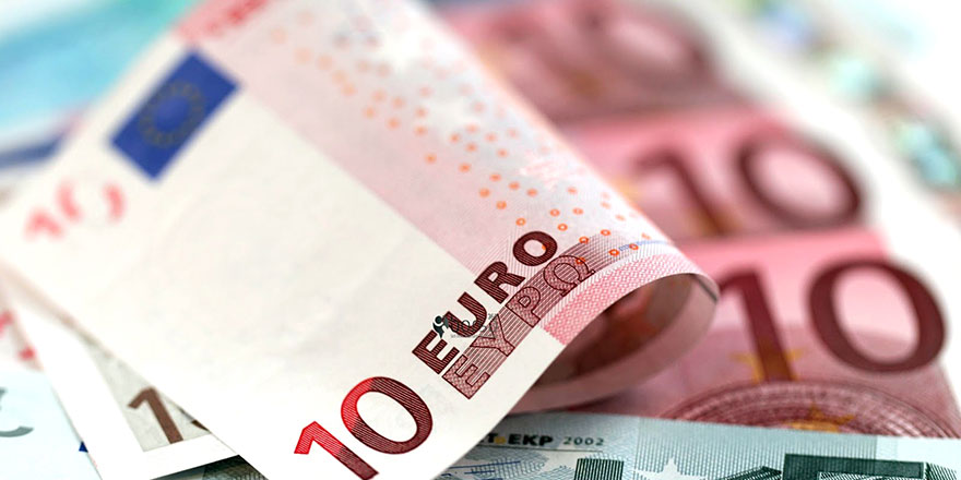 Kıbrıs'ın güneyinde en yüksek maaş yargıya